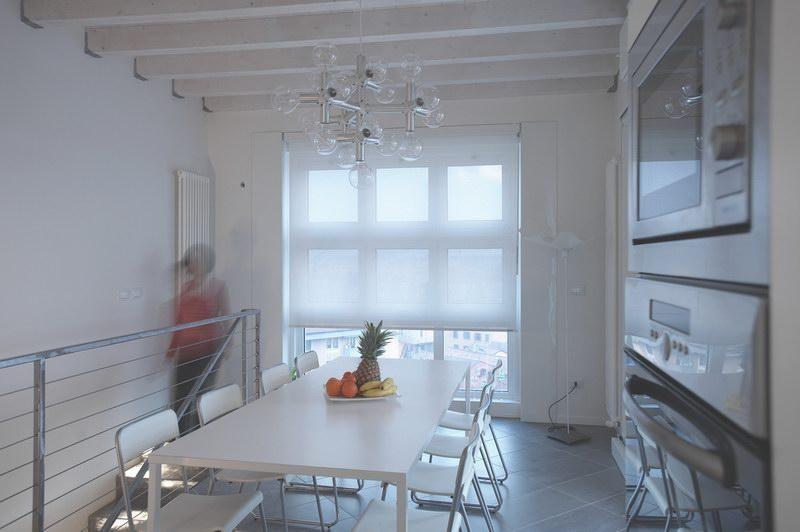 Tende a rullo filtranti suncover ursano arredamento for Tende per finestre da interno